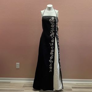 Morgan & Co Prom Black & Whit Floral Embroidered